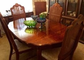 Dining Table/Chairs (2 Leaves)