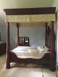Gorgeous King size canopy bed