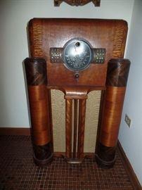 Vintage 1938 , Art Deco Floor Model, Zenith  radio-works