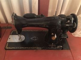 40's Singer sewing machine and cabinet