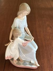 LLadro Bedtime Story 5457 Mother and daughter reading a book together
