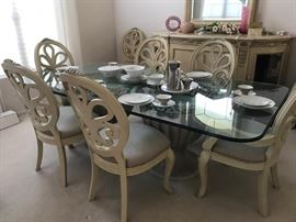 Henredon Dining Table and Buffet with Mirror