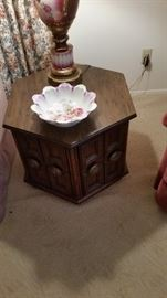 OCTAGON MATCHING TABLE