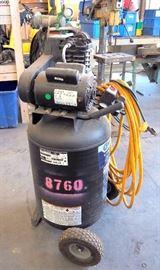 Kobalt 30gal Cast Iron Air Compressor, 155 Max PSI, 2hp With Hose