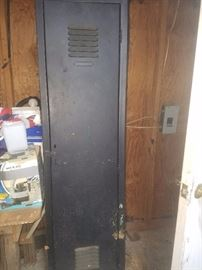 Single metal vintage locker