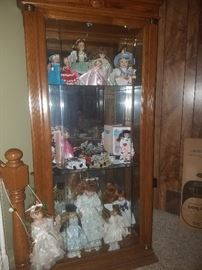 Fabulous large lighted doll curio/cabinet/case. Collectible dolls including Madame Alexander