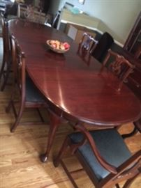 Knob Hill (made by Ethan Allen) dining room table and 6 chairs.  Pads included!