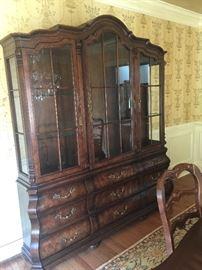 Henredon Four Centuries Oak 3 Door Lighted China Cabinet w/9 Drawer Bombe Base (6' x 7')