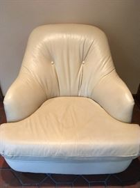 Directional leather swivel lounge chair, attributed to Milo Baughman, 1 of pair