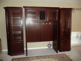 BEAUTIFUL WOOD ENTERTAINMENT CENTER (3 PIECES)