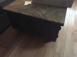 Coffee table w/storage