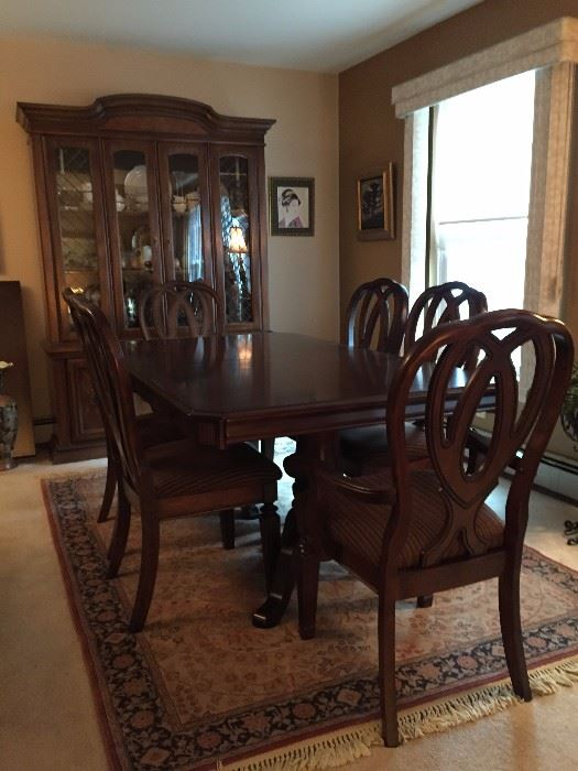 Dining Room Table Has 6 Chairs And One Leaf