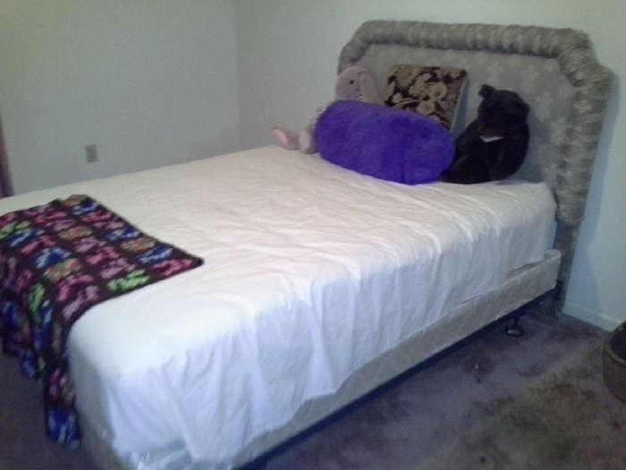 Full Size bed w/ Headboard