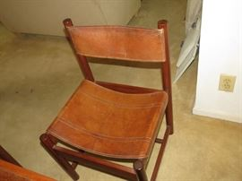 4 LEATHER BOTTOM AND BACK CHAIRS.