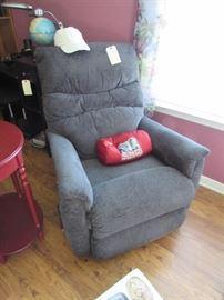 Lazy Boy recliner (like new)