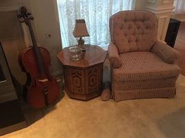 2 matching swivel club chairs, cello, octagonal table