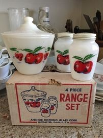 "Vintage Anchor Hocking ""Cherry"" Range set"