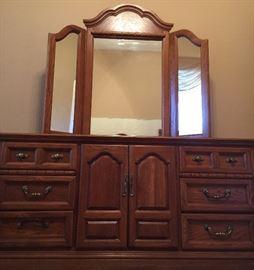 Dresser w 3-Piece Adjustable Mirror