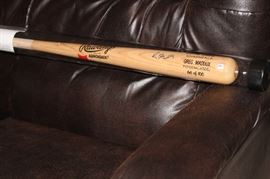 Greg Maddox signed bat