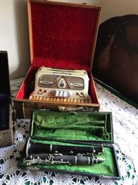 Vintage UNIVERSAL Accordion Made in Italy with case excellent tone. Vintage Clarinet in case