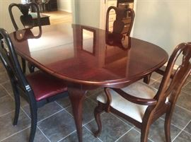Cherry oval dining room table has two leaves