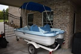 Pelican Energy DLX Paddle Boat w/ Motor and Trailer