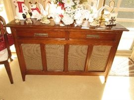 Stereo console cabinet