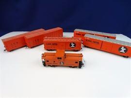6 - Illinois Central train cars w/ caboose