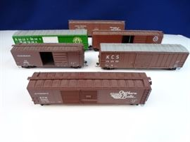 6 - Box cars Ho scale