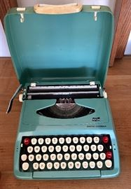 "VINTAGE SMITH CORONA "" COUGAR "" TYPEWRITER WITH CASE"