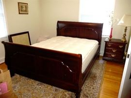 Sumter Cabinet Queen Sleigh Bed --like new  & Side Night Stands
