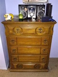 Vintage wooden 5 drawer dresser