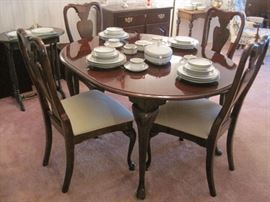 Queen Anne Dining Table with 6 Chairs.
