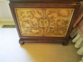 PAIR OF NIGHTSTANDS BY THOMASVILLE MYSTIQUE