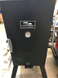 Masterbuilt electric smoker  $75.00   Interested?  call Barb 708-698-1155  we take cash at pick up or Paypal photo 1 of 2