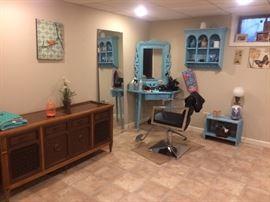 Hi Fi.... Salon Chair.... mirrors!!!!