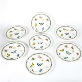 "Portmeirion ""Botanic Garden"" Butterfly Plates: A collection of seven Portmeiron Botanic Garden butterfly plates. The white plates are decorated with bees and butterflies surrounded by a green laurel leaf border and are designed by Susan Williams-Ellis. They are marked on the reverse."
