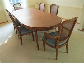 "Beautiful Henredon dining set with 4 side & 2 captains chairs.  Comes with full pads & two leaves.  106"" long fully extended."