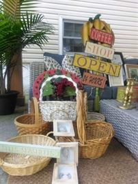 Baskets, Holiday Wreaths, Home Decor