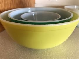 Pyrex bowls Primary Colors. Missing the Red BOwl