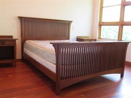 Mission Collection Spindle Bed, Queen A beautiful interpretation of the Arts & Crafts Prairie style,  solid oak