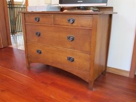 Mission Collection Harvey Ellis Single Dresser This solid and sturdy oak four drawer dresser provides years of use. This piece includes a backsplash and dark copper hardware.