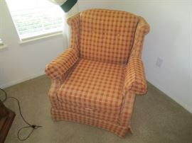 VINTAGE LIVING ROOM CHAIR IN ORANGE