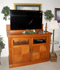 Flat Screen TV with stand... TV Raises and lowers with remote !!!!!!!!!!