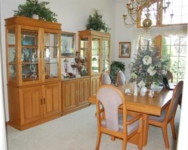 Incredible Oak Dining Room Set with Hutches / Curio Cabinets