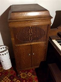 Antique 1917 Brunswick wind-up phonograph with Ultona Reproducer.  Stash of replacement steel needles available.