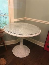 #18Wicker Round Dining Table with Glass 42x28 Round $40.00
