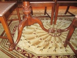 DETAIL OF DINING ROOM TABLE WITH 3 LEAVES AND PADS