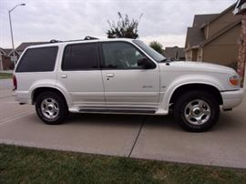 2000 Ford Explorer Limited 242,000 miles. Original motor/transmission, needs drivers side acuator, drives great and body look good. Fair condition inside.