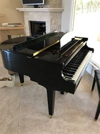 Black Lacquer Wurlitzer Baby Grand Piano in Minty condition
